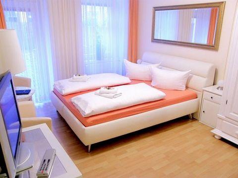 city guesthouse pension berlin in berlijn de beste. Black Bedroom Furniture Sets. Home Design Ideas