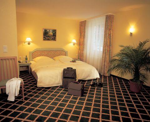 landhotel potsdam in potsdam de beste aanbiedingen. Black Bedroom Furniture Sets. Home Design Ideas