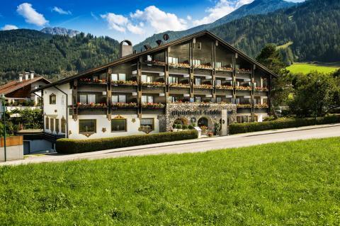 MONDI-HOLIDAY Hotel Schl�sslhof