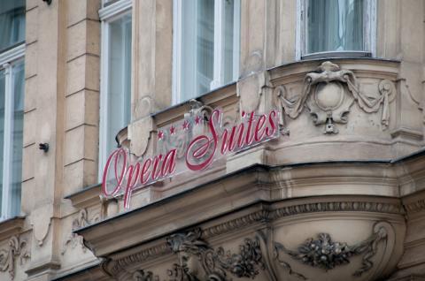 Opera Suites Pension